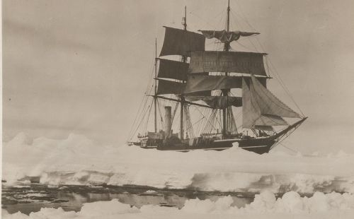 800px-Herbert_Ponting_Scott's_ship_Terra_Nova_1910