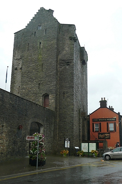 Roscrea Castle. Image Wikimedia Commons