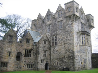 Donegal Castle. (Image Licensed under CC BY-SA 3.0 via Wikimedia Commons)