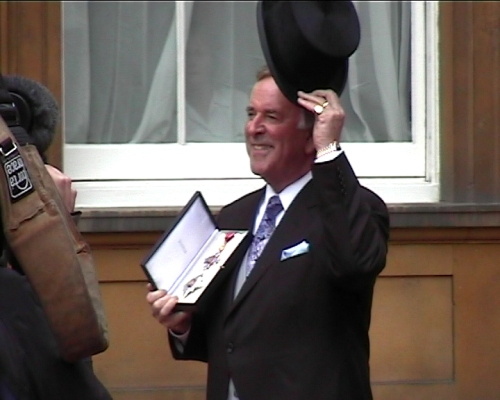 Terry Wogan after receieving his Knighthood at Buckingham palace in 2005 (Image Wikimedia Commons