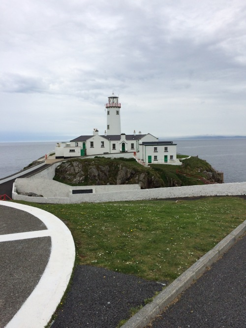 Fanad Head Lighthouse guarding the entrance to Lough Swilly, County Donegal, Ireland. (Thesilvervoice).
